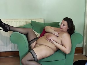 Plump mature brunette amateur MILF Eva Jayne exposes her huge tits