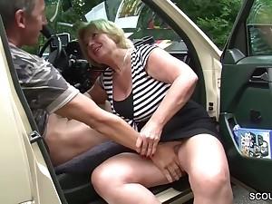 Granny slut wheels sex Mutti ist Taxifahrerin und fickt gerne mal mit ihren Kunden