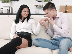 Russian brunette in miniskirt Jessica Lincoln gets a huge cum have a go