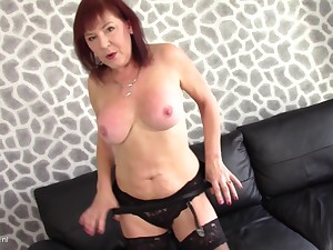 Wendy Taylor moans encircling awe by means of their way solo masturbating session