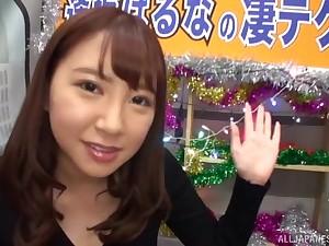 Brunette Asian teen Aisaka Haruna jerks off a stranger in a van