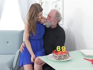 남편, 부친, 노인