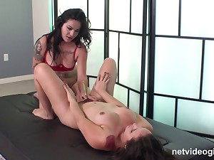 Nice amateur fruity sex on along to bed turns into FFM threesome