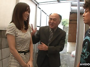 Pretty Japanese girl Saki Aiba allows will not hear of step kinsman to shave hairy pussy