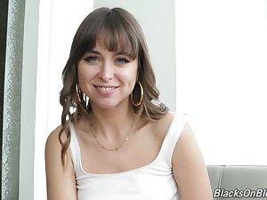 Peerless team a few more pretty porn actress Riley Reid to know better during interview