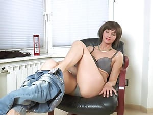 Homemade amateur video of naughty Lisa Xxx playing with her puss