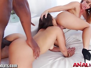 Duo bootyfull vixens Kelsi Monroe and Savannah Fox adore interracial threesomes